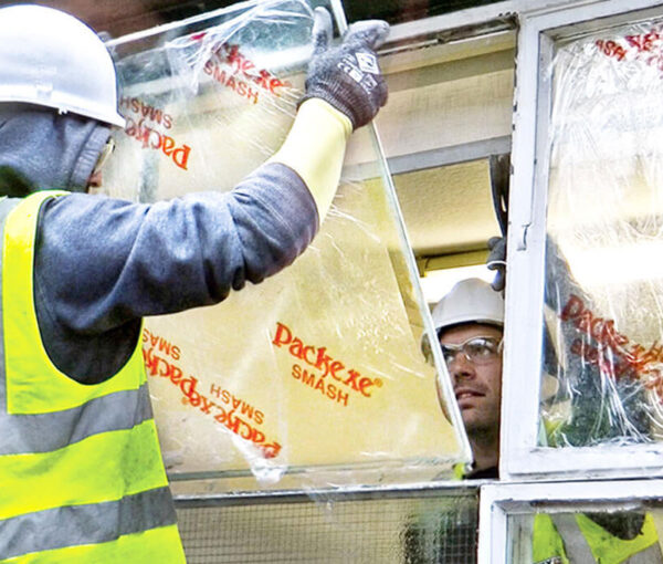 Packexe SMASH for Glaziers removing a pane of glass