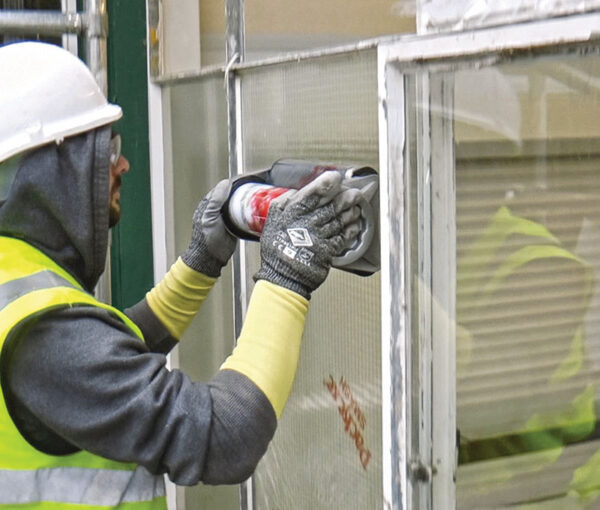 Packexe SMASH for Glaziers being applied to a window